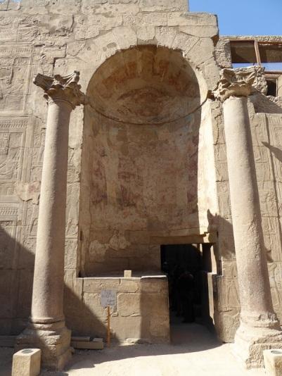 111.Templo de Luxor. Acceso al santuario romano