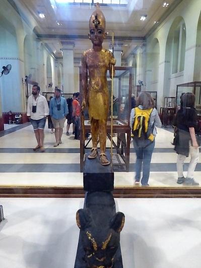 1131. Museo de Antigüedades. Tuthankamon de pie sobre un leopardo