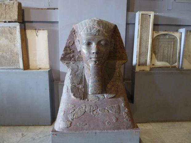 1143. Museo de Antigüedades. Esfinge con la cabeza de Hatshepsut