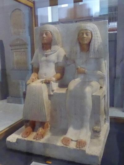 1145. Museo de Antigüedades. Meryre, escriba del templo de Atón, y su esposa Iniuy
