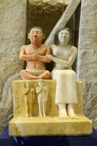 1185. Museo de Antigüedades. El enano Seneb y su familia