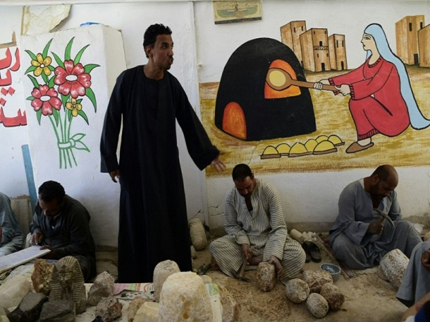 153. Luxor. Fábrica de alabastro