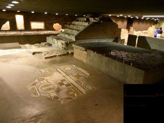 157. Duomo. Restos de Santa Restituta