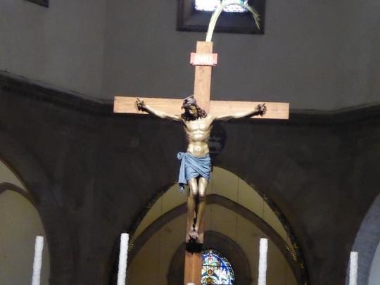 163. Duomo. Crucifijo de Benedetto da Maiano sobre el altar mayor