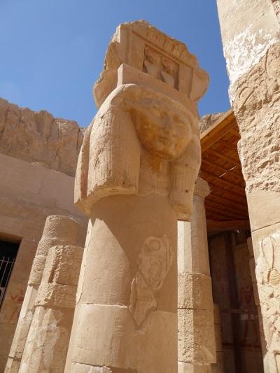 193. Templo de Hatshepsup. Capilla de Hathor