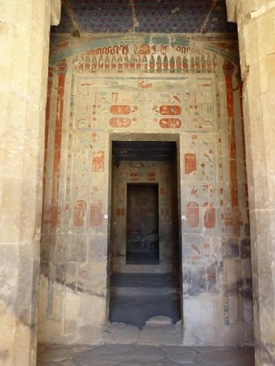 198. Templo de Hatshepsup. Capilla de Hathor