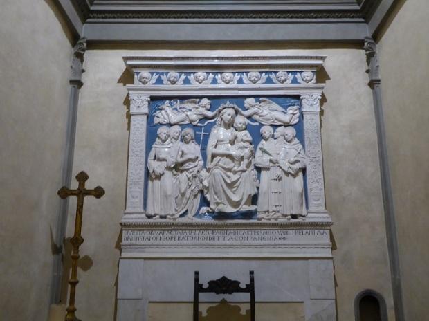 207. Santa Croce. Capilla Medici. Retablo de Andrea della Robbia