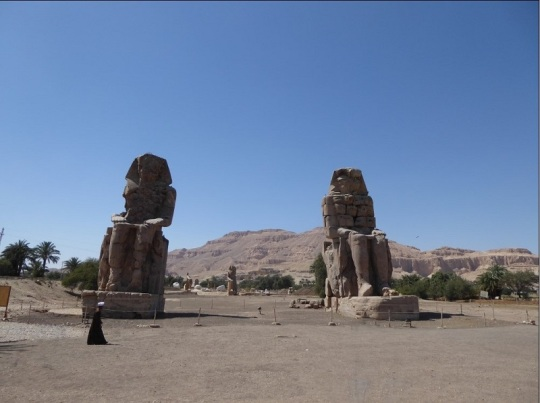 211. Colosos de Memnon