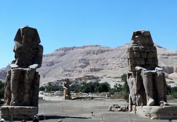 213. Colosos de Memnon