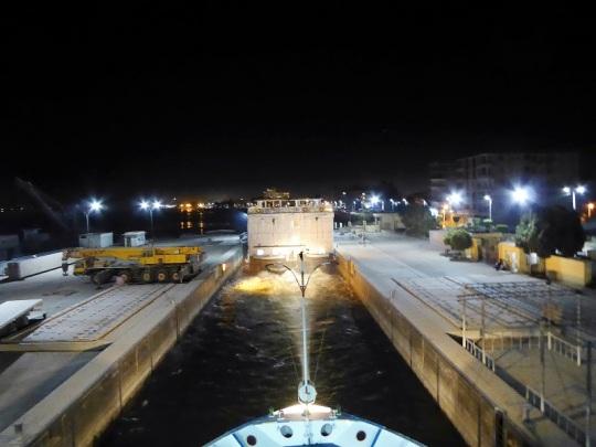 230. Navegando. La esclusa