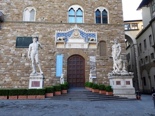 289. Entrada al Palazzo della Signoria