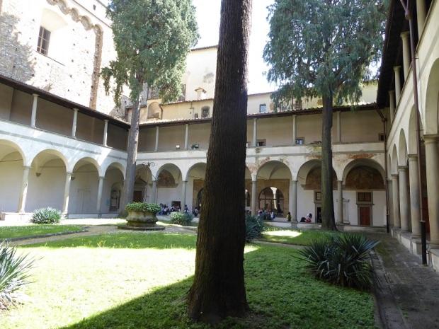 381. Sta, Mª del Carmine. Claustro