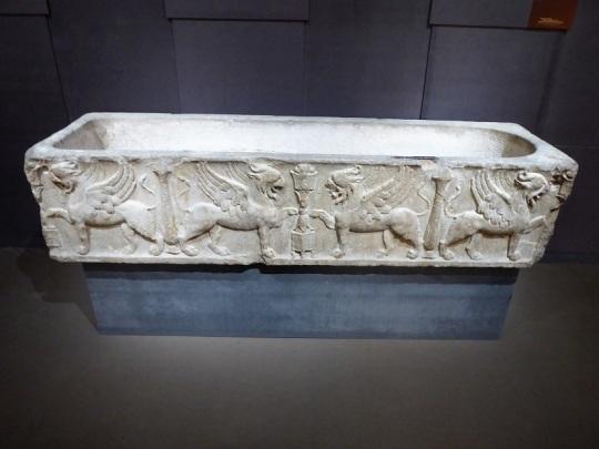 460. Museo arqueológico. Sarcófago romano. posiblemente relacionado con cultos órfico-pitagóricos. Alrededor año 100