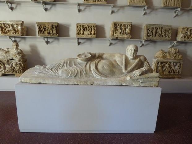 487. Museo arqueológico. Sarcófago etrusco