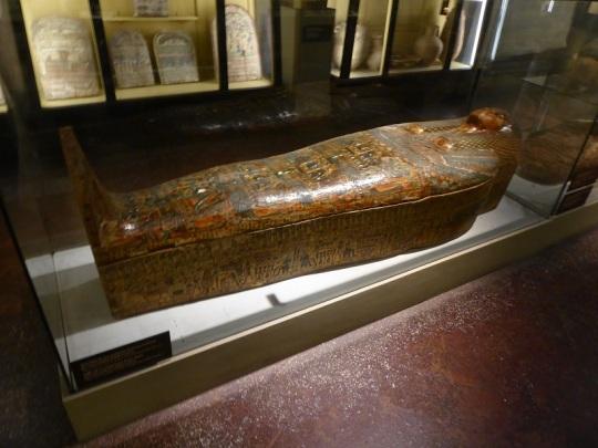 508. Museo arqueológico. Sarcófago de una cantante de Amón del escondrijo de Bab el Gasus. XXI dinastía (1069-945 a. C.)