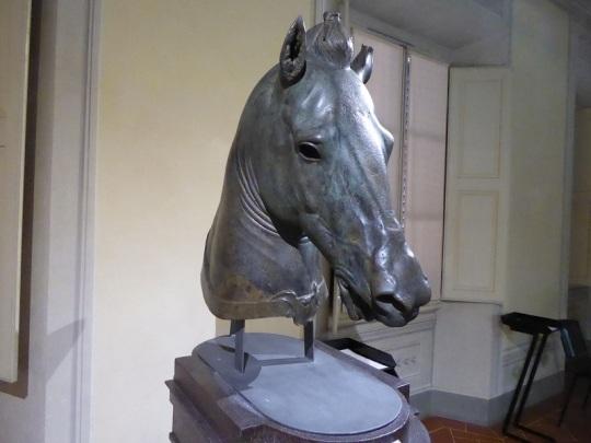 540. Museo arqueológico. Cabeza de caballo Medici-Riccarfdi. 350-320 a. C.