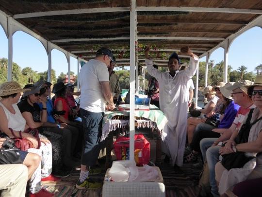 575. Paseo en barca alrededor de la isla Elefantina