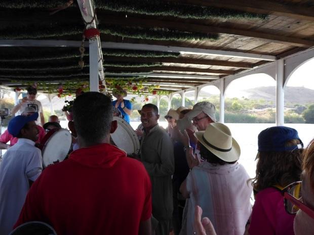 581. Paseo en barca alrededor de la isla Elefantina