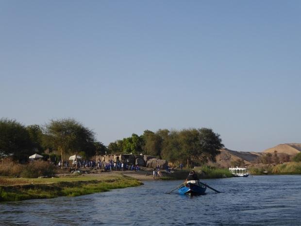 587. Paseo en barca alrededor de la isla Elefantina