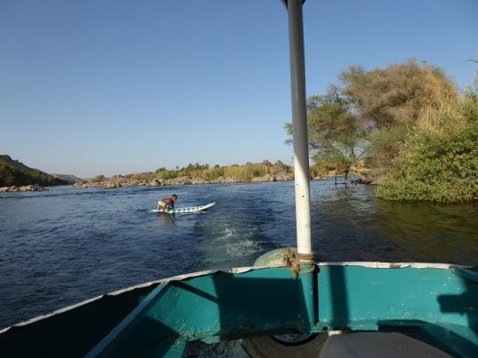 594. Paseo en barca alrededor de la isla Elefantina