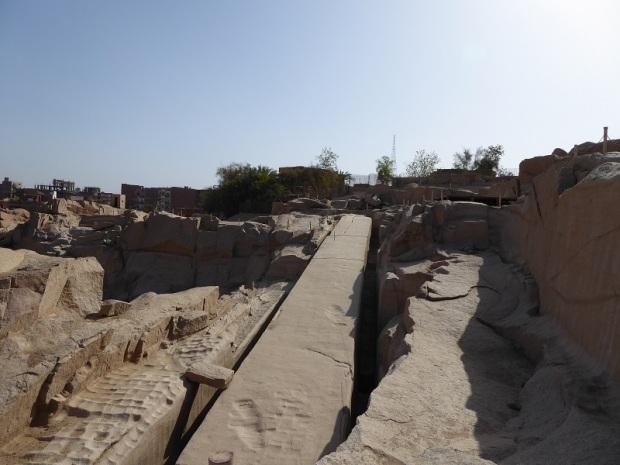 673. Obelisco inacabado