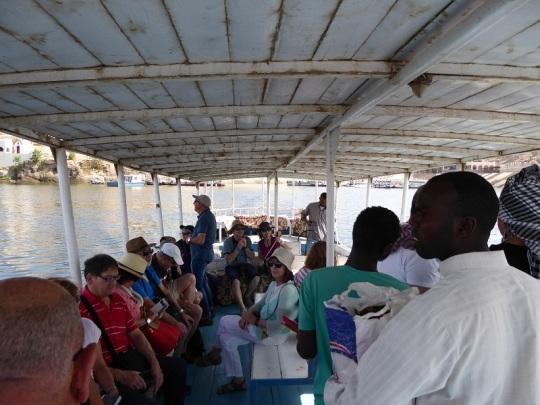 682. En barca hacia el templo de Filae
