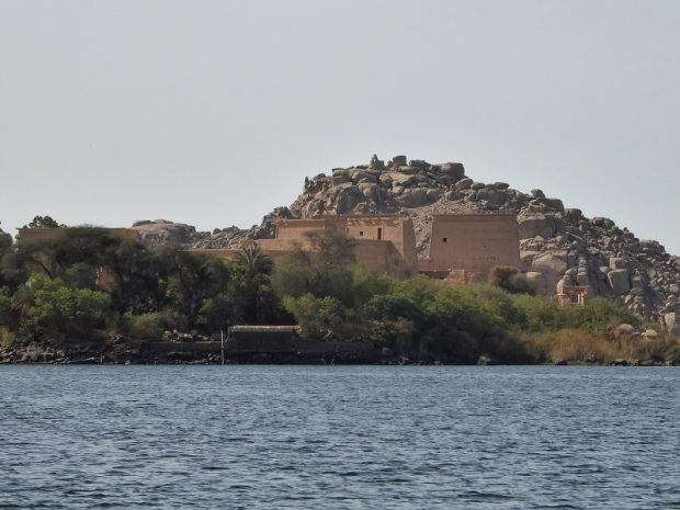 684. En barca hacia el templo de Filae