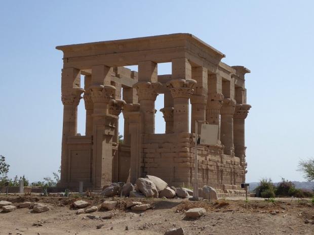 702. Templo de Filae. Pabellón de Trajano