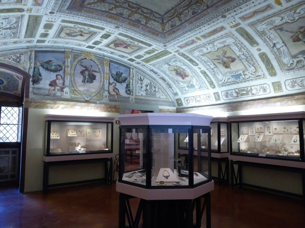 707. Palazzo Pitti. Tesoro de los Medici.