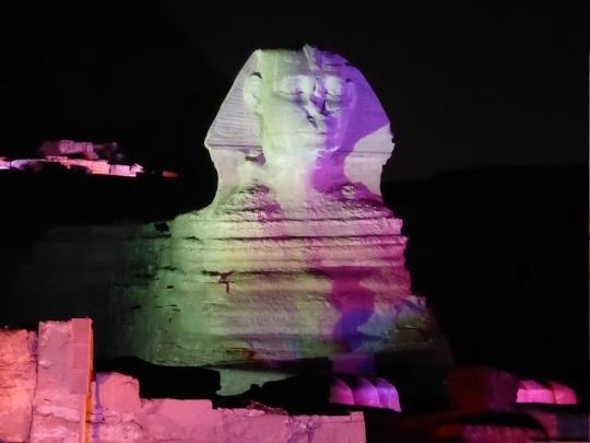788. Luz y sonido en las Pirámides