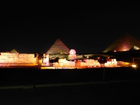 789. Luz y sonido en las Pirámides