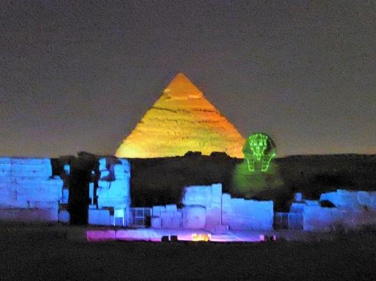 792. Luz y sonido en las Pirámides
