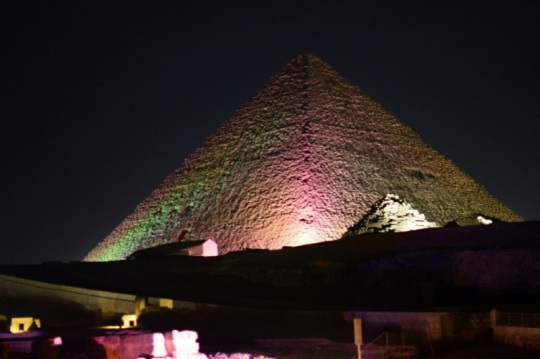 806. Luz y sonido en las Pirámides
