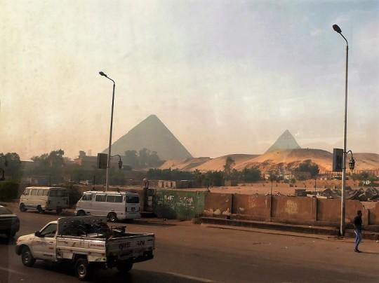 813. Llegando a las Pirámides