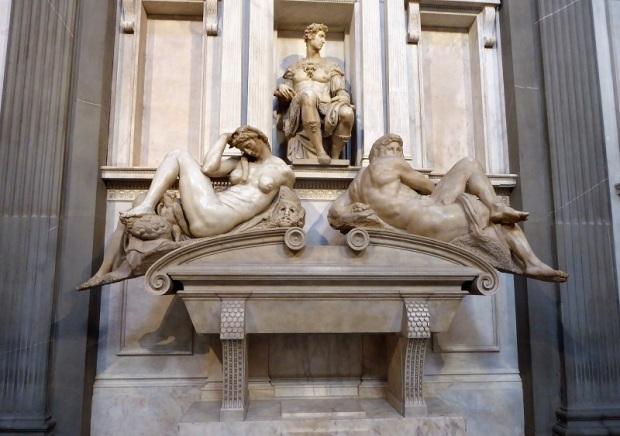 873. Capillas Medíceas. Sacristía Nueva. Tumba de Giuliano, duque de Nemours, hermano de León X. Rodeado por el Día y la Noche. Miguel Ángel. 1531-1532
