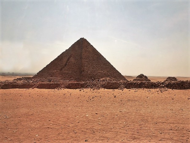 896. Pirámide de Mikerinos