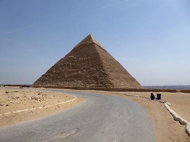 904. Pirámide de Kefrén