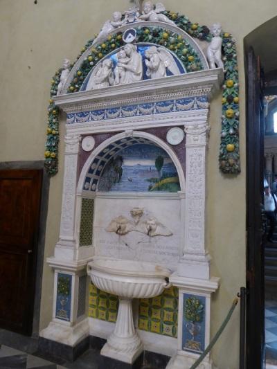 906. Santa María Novella. Sacristía. Lavabo. Giovanni della Robbia. 1499