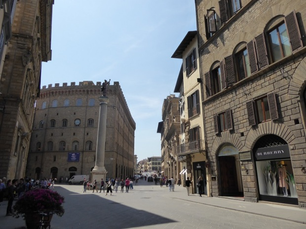 942. Piazza Santa Trinita