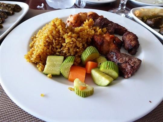 973. Restaurante. Kebab y pollo