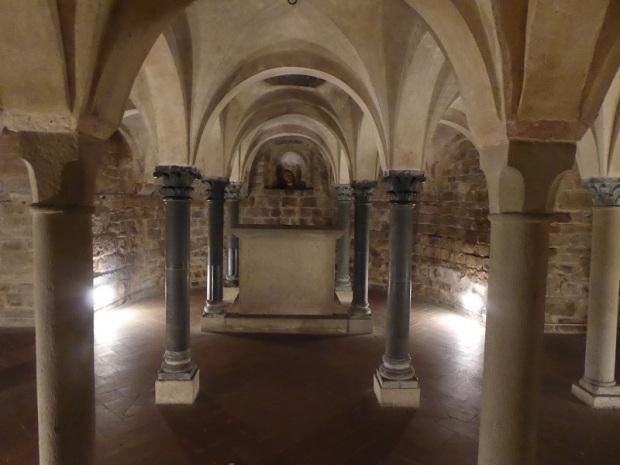979. Santa Trinita. Cripta