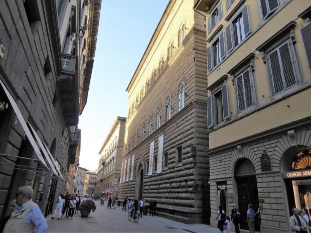 989. Via Tornabuoni