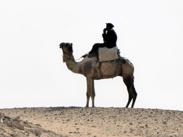 997. Saqqara. Policía a camello