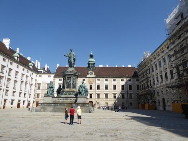 070. Hofburg. Patio In der Burg