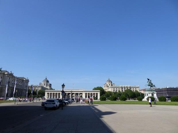 071. Hofburg. Heldenplatz