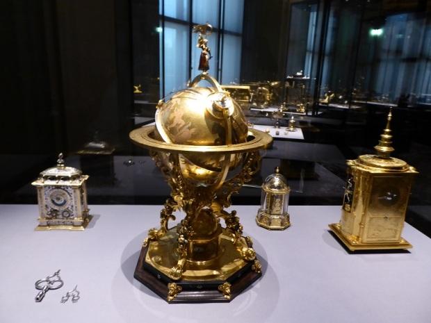 101. Museo de Bellas Artes. Globo terráqueo mecánico. finales del XVI