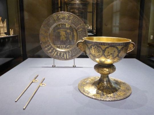 126. Museo de Bellas Artes. Caliz, patena y pajitas. Baja Sajonia. XII