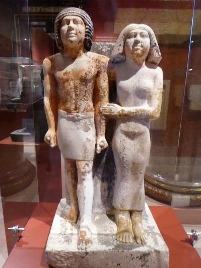 197. Museo de Bellas Artes. Estatua de Kai-pu-ptah y de Ipep. 2400 a. C.