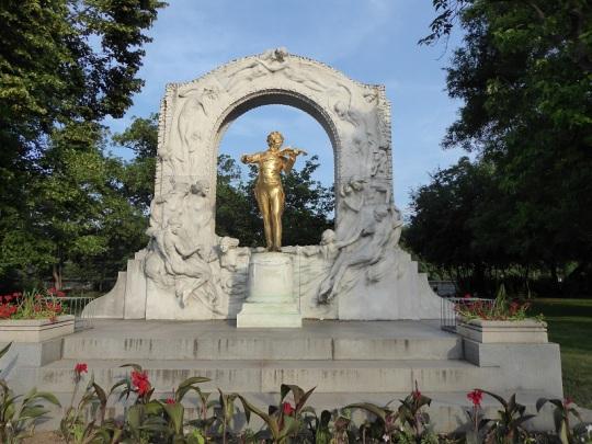 221. Stadtpark. Monumento a Johan Strauss