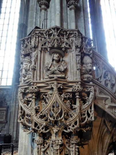 245. Catedral. Púlpito